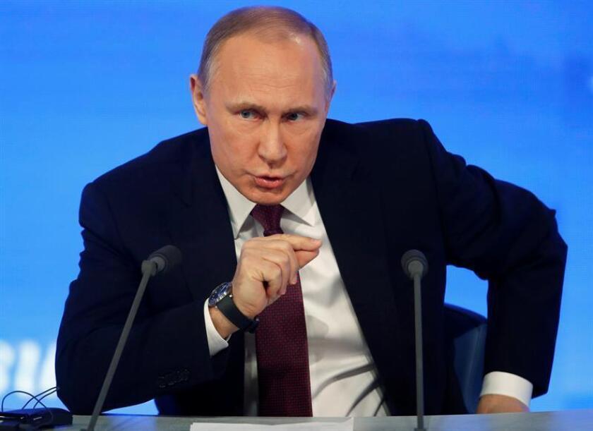 El Gobierno ruso ordenó hoy el cierre de la Escuela Angloamericana de Moscú a la que acuden los hijos de diplomáticos estadounidenses, canadienses y británicos en respuesta a las sanciones anunciadas por EEUU, según un alto funcionario estadounidense citado por el canal de televisión CNN. EFE/ARCHIVO