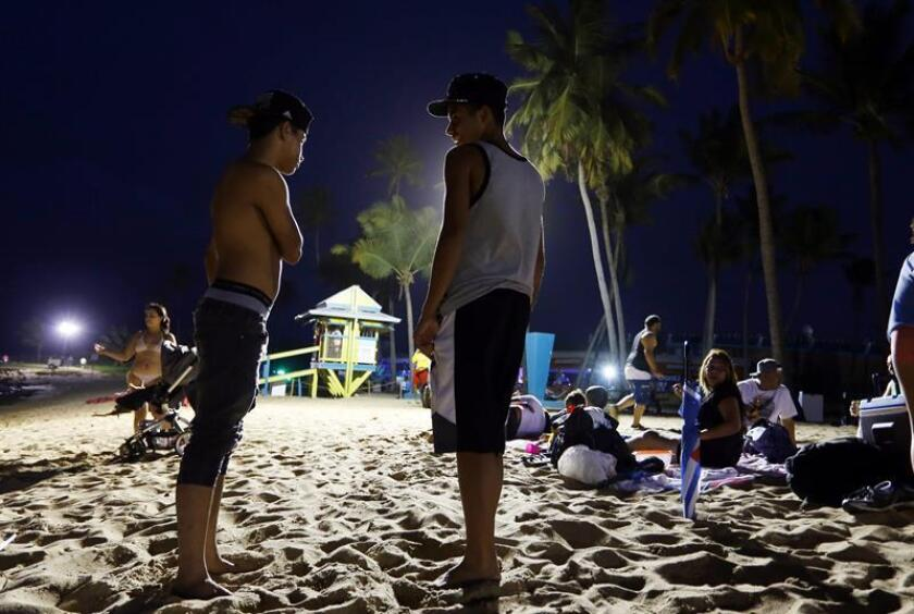 El Departamento de Recursos Naturales y Ambientales (DRNA) de Puerto Rico pondrá en marcha una campaña para educar sobre la contaminación en las playas de cara a los desperdicios que se puedan generar en la Noche de San Juan del próximo sábado. EFE/Archivo