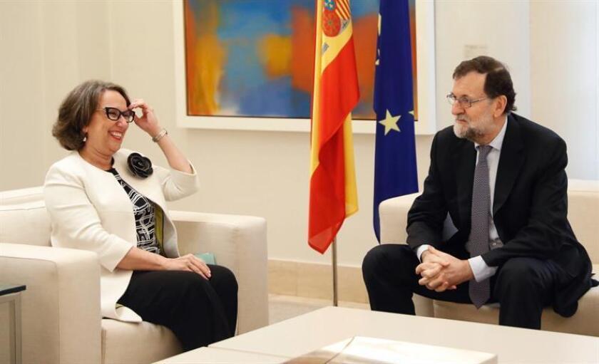 El presidente del Gobierno, Mariano Rajoy y la secretaria general iberoamericana, Rebeca Grynspan, durante la reunión que mantuvieron hoy en el Palacio de La Moncloa. EFE