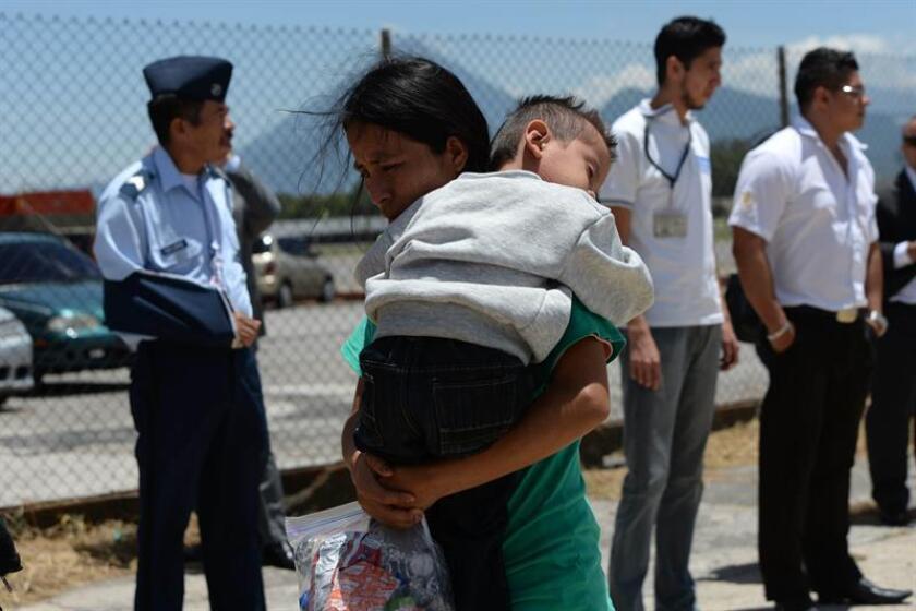 El Gobierno deportó a 450.954 inmigrantes indocumentados en el año fiscal 2016, algo menos que en el ejercicio anterior, según datos facilitados hoy a la prensa por el Departamento de Seguridad Nacional (DHS). EFE/ARCHIVO