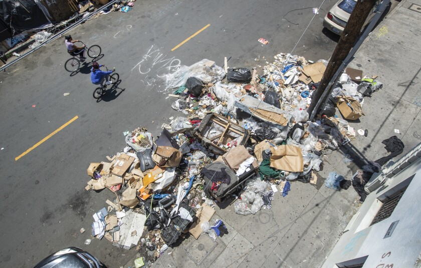 LOS ANGELES, CA-MAY 24, 2019 Large amounts of trash is piled up on Crocker St., south of 8th St., i