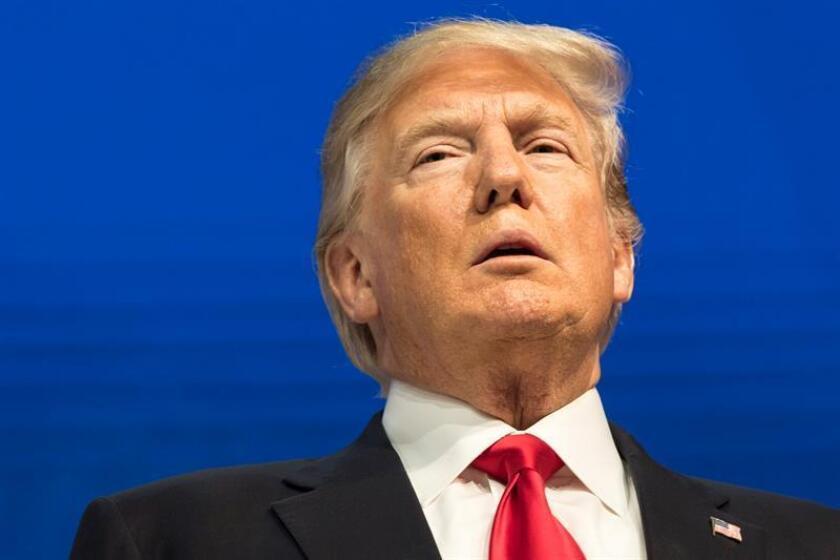 """El presidente de EE.UU., Donald Trump, acusó hoy a los demócratas de utilizar la situación de los jóvenes indocumentados conocidos como """"dreamers"""" o """"soñadores"""" como una herramienta de oposición y de no querer resolverla. EFE/EPA/ARCHIVO"""