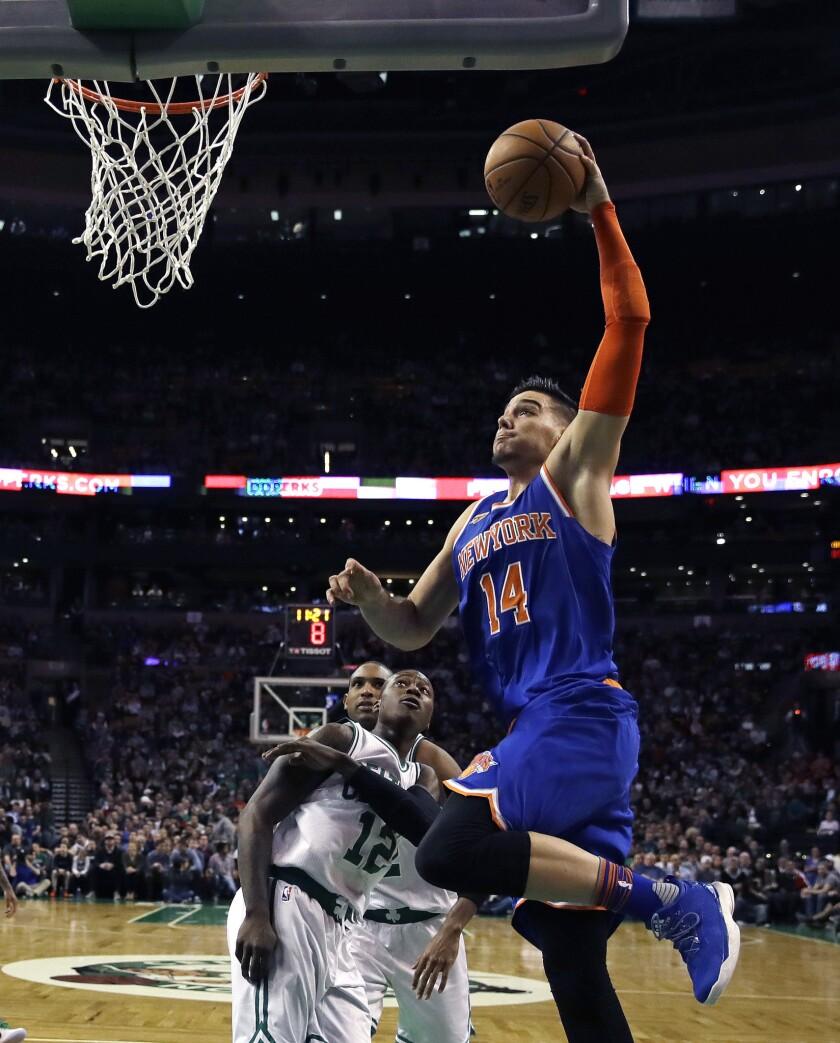 El joven jugador español de los Knicks de Nueva York, Willy Hernangómez, destacó en la victoria de su equipo contra los Celtics de Boston.