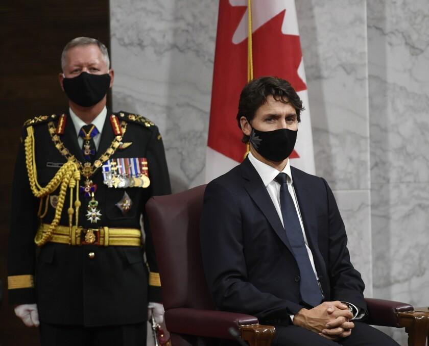 El jefe del Estado Mayor de Defensa de Canadá, Jonathan Vance  y el primer ministro canadiense Justin Trudeau