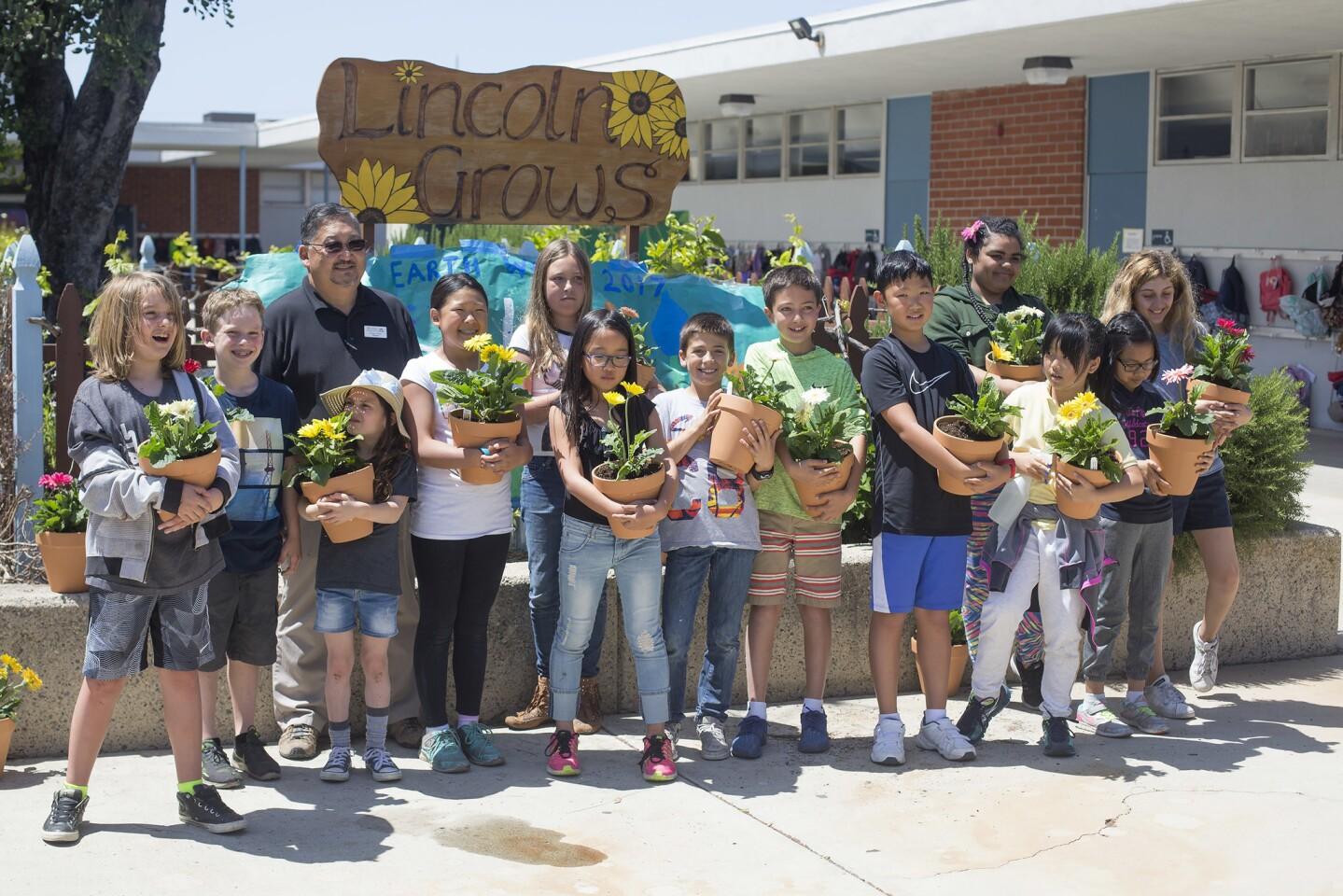 Lincoln Elementary School students celebrate Earth Week