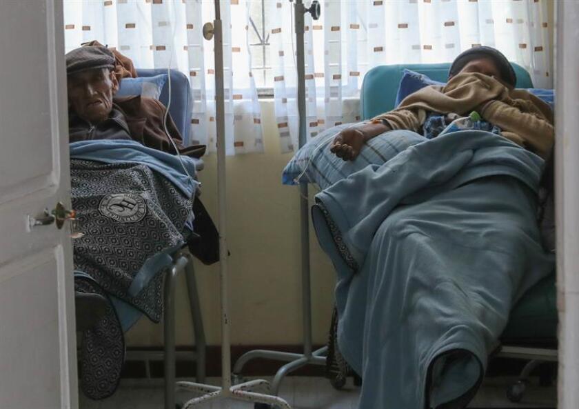 La partida presupuestaria está prevista para un año en hospitales públicos y privados de varias de las principales ciudades del país, como Santa Cruz, La Paz y Cochabamba, para que cientos de pacientes reciban gratis tratamientos que cuestan entre 4.000 y 7.000 dólares, de acuerdo con el ministro. EFE/Archivo