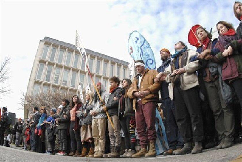 """El gobernador de Dakota del Norte ha ordenado el desalojo del campamento de la Roca Sagrada, en el que indígenas y ecologistas protestan desde el pasado mes de abril para evitar la construcción del oleoducto """"Dakota Access""""."""
