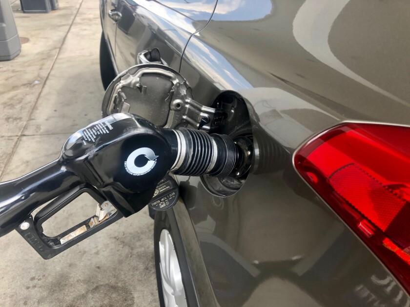 El precio del galón de gasolina regular ha ido aumentando mes a mes desde noviembre de 2020.
