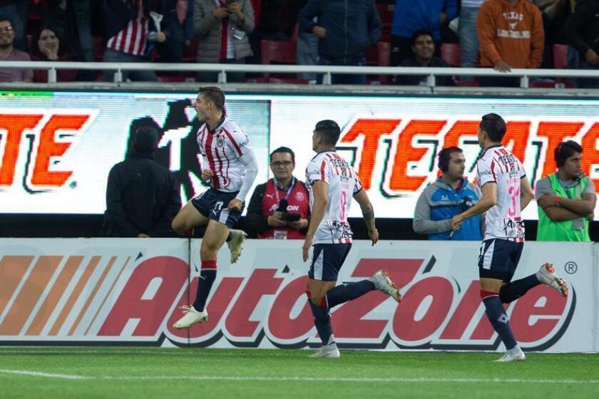 Las Chivas de Guadalajara del fútbol mexicano comenzaron hoy su preparación para el Mundial de clubes de diciembre con el objetivo de ganar el título, dijo hoy el CEO del equipo, José Luis Higuera. En la imagen jugadores de Chivas de Guadalajara. EFE/ARCHIVO