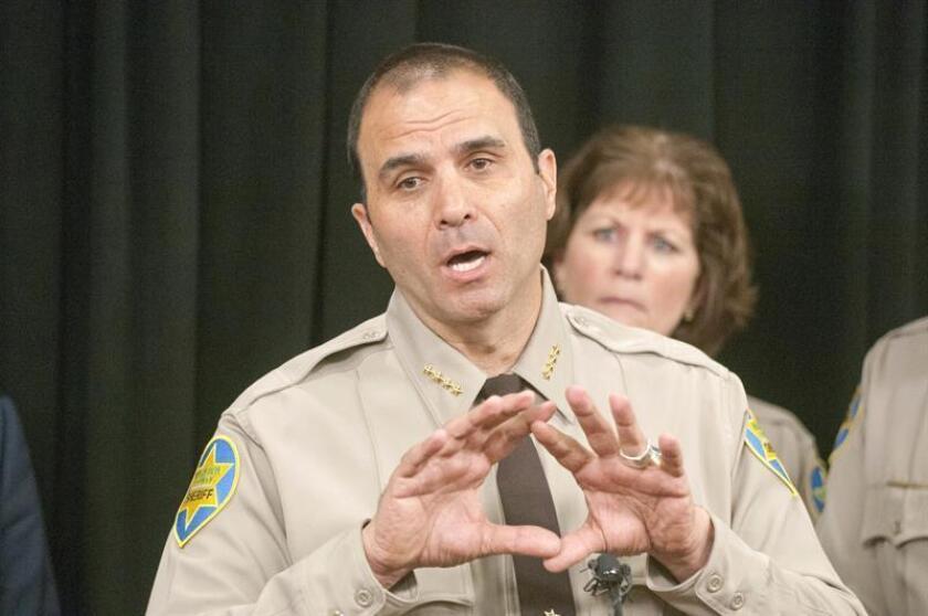 El alguacil del condado Maricopa, Paul Penzone, habla durante una conferencia de prensa. EFE/Archivo
