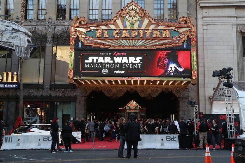 Los latinos siguen siendo la minoría que acude al cine con mayor frecuencia, un promedio de 4,5 veces por persona durante 2017, según un informe publicado hoy por la Asociación del Cine (MPAA). EFE/Archivo