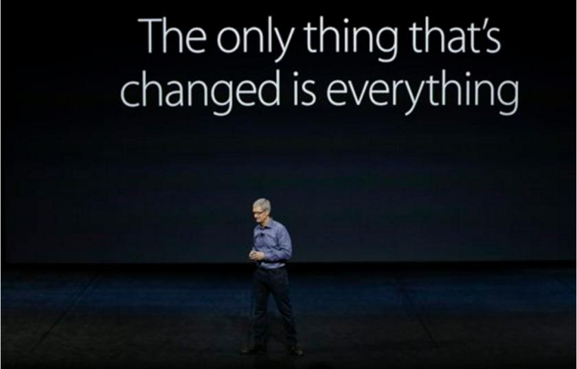 ARCHIVO - Del CEO de Apple Tim Cook al presentar los nuevos iPhone 6s y iPhone 6s Plus en San Francisco. Apple Inc. y el gobierno de Estados Unidos están presentando sus argumentos antes de que nadie más recurra a una corte ante la orden de un juez que obliga a la empresa tecnológica a ayudar al FBI a hackear un iPhone en un caso de terrorismo. (AP Foto/Eric Risberg, File)