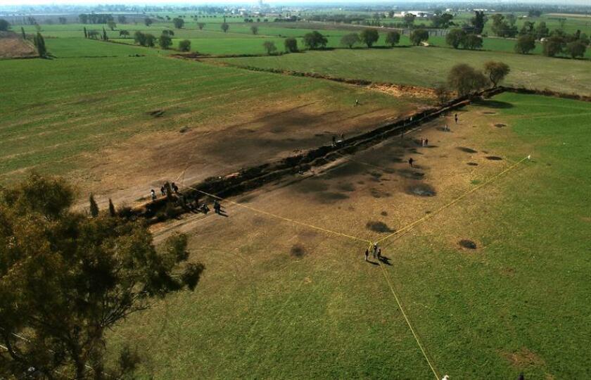 Fotografía de archivo que muestra el lugar donde se localizaba la toma clandestina de hidrocarburos que explotó en Tlahuelilpan, estado de Hidalgo (México). EFE/Archivo