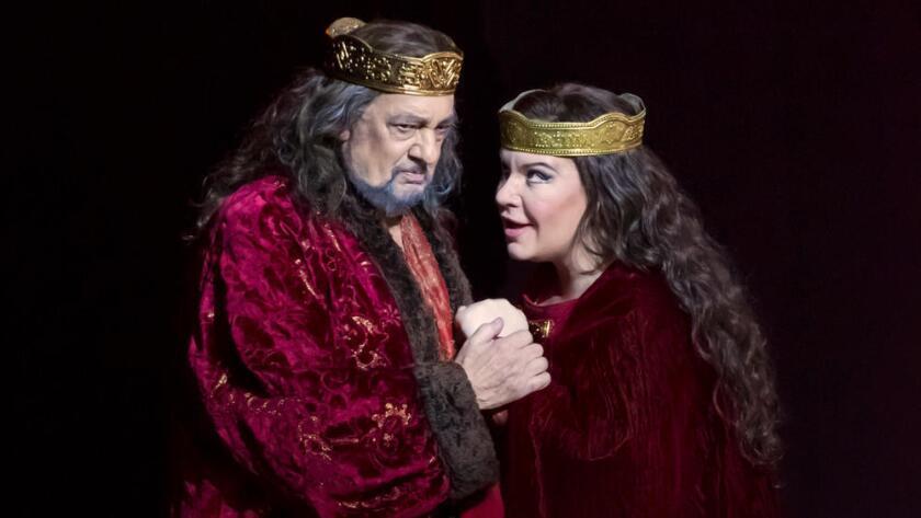 """Plácido Domingo y Ekaterina Sememchuk se presentan en la producción de """"Macbeth"""" en Valencia, España, durante 2015 (Tato Baeza)."""
