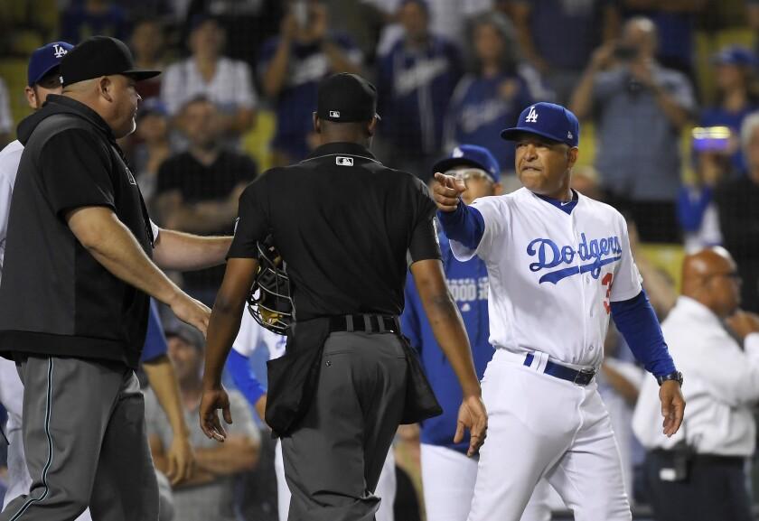 Dodgers manager Dave Roberts points at members of the Arizona Diamondbacks