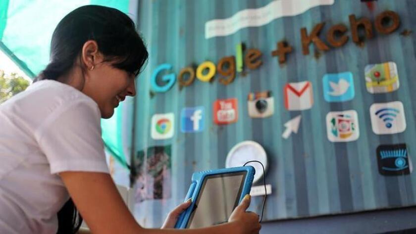 En Estados Unidos, según un estudio del Centro Pew, los latinos tienen acceso a internet en dispositivos móviles en un 80%, pero de ellos el segmento de 18-29 años de edad tienen el índice más alto con 94%.