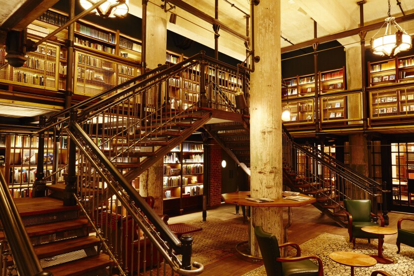 The library in the Hotel Emma.