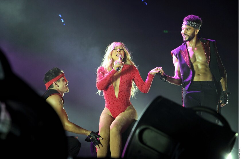 Un agente de seguridad que trabajó para Mariah Carey acusa a la cantante de acoso sexual, humillación e impago.