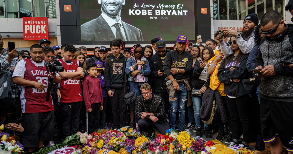 Kobe Bryant fans and Grammy attendees mourn together at Staples Center - Los Angeles Times