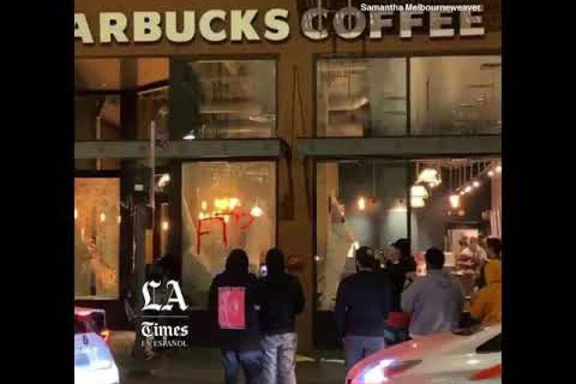 Protestas en el centro de Los Ángeles dan paso al vandalismo, saqueo y enfrentamiento con la policía