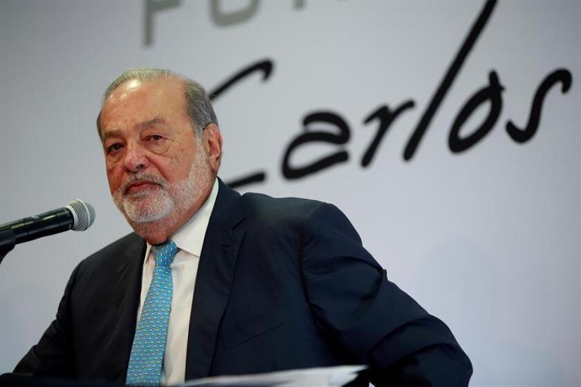 El magnate mexicano Carlos Slim participa durante una rueda de prensa hoy, lunes 16 de abril de 2018, en Ciudad de México (México). EFE