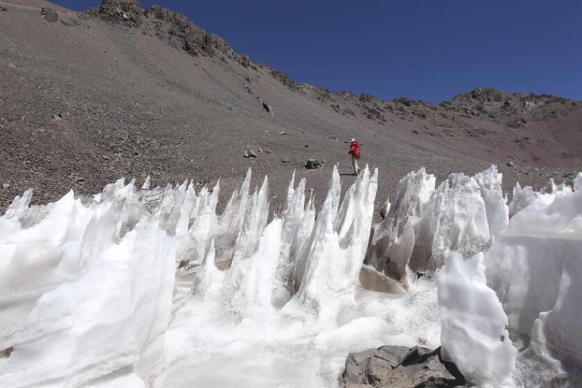 Cholitas alpinistas de Bolivia intentarán subir al pico más alto de América