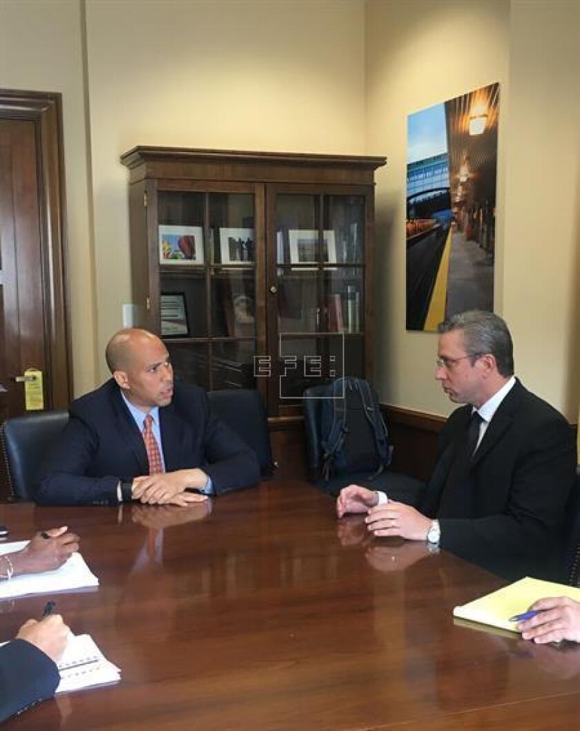 El gobernador de Puerto Rico, Alejandro García Padilla, mantuvo hoy algunas reuniones en Washington para tratar de favorecer que el Senado federal apruebe el proyecto de Ley que permitirá la reestructuración de la deuda de la isla.