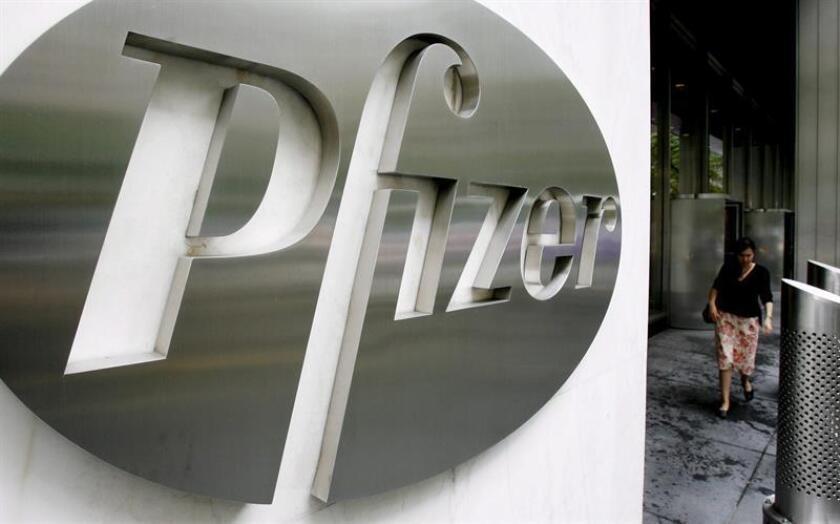 """El presidente, Donald Trump, criticó hoy al gigante farmacéutico Pfizer por haber """"subido los precios de los fármacos sin ningún motivo"""", y prometió que tomará medidas al respecto, sin dar más detalles. EFE/ARCHIVO"""