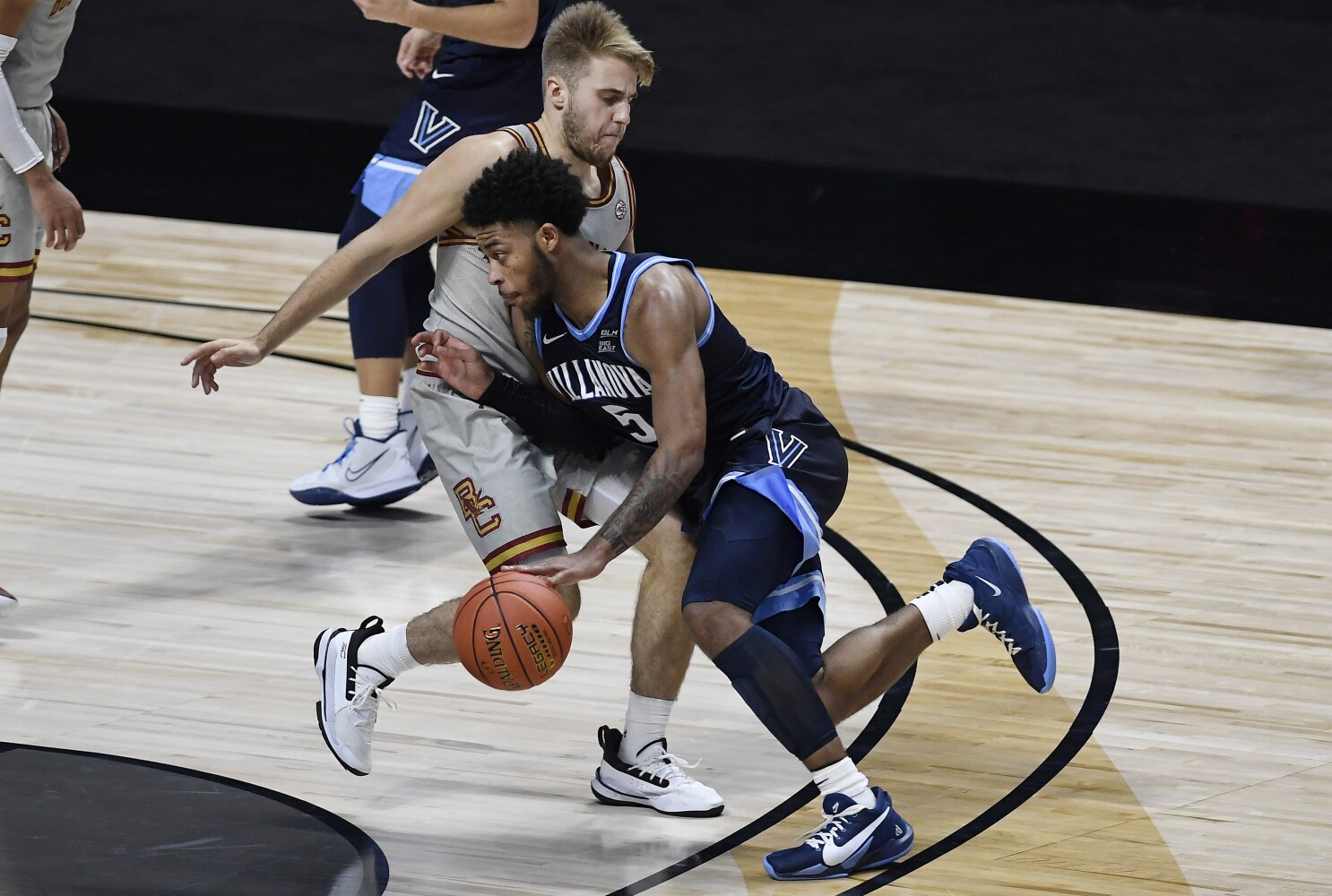 College Basketball No 3 Villanova Comes Back To Beat Boston College In Opener Los Angeles Times
