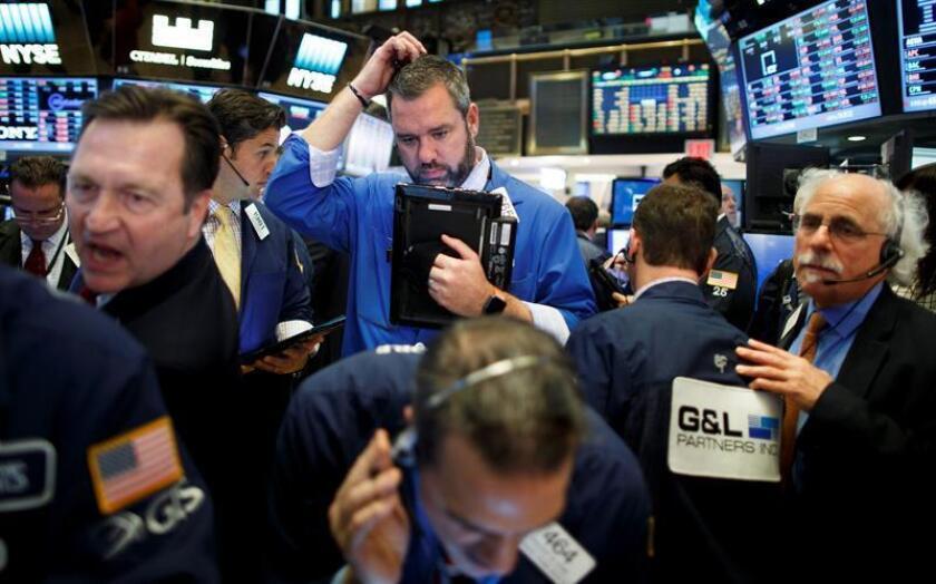 Wall Street cerró hoy a la baja y el Dow Jones de Industriales, su principal indicador, perdió un 0,04 %, en una jornada que se vio impactada por un posible aumento de las tensiones entre Estados Unidos y China. EFE/ARCHIVO
