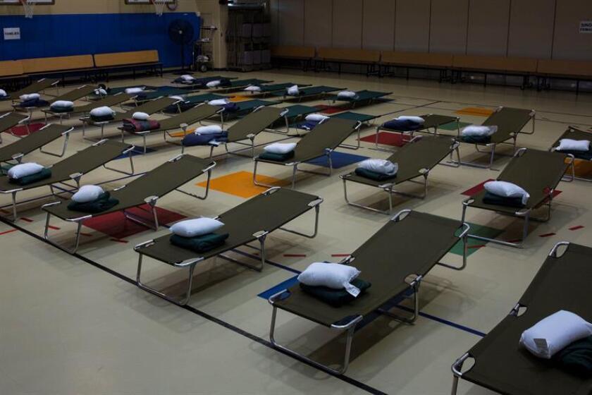 Vista de las camas que han sido dispuestas en un pabellón de la Base del Cuerpo de Marines Camp Lejaune en previsión a la llegada del huracán Florence, en Jacksonville, Carolina del Norte (EEUU). EFE/Foto cedida por el Cuerpo De La Marina De Eeuu SOLO USO EDITORIAL. PROHIBIDA SU VENTA