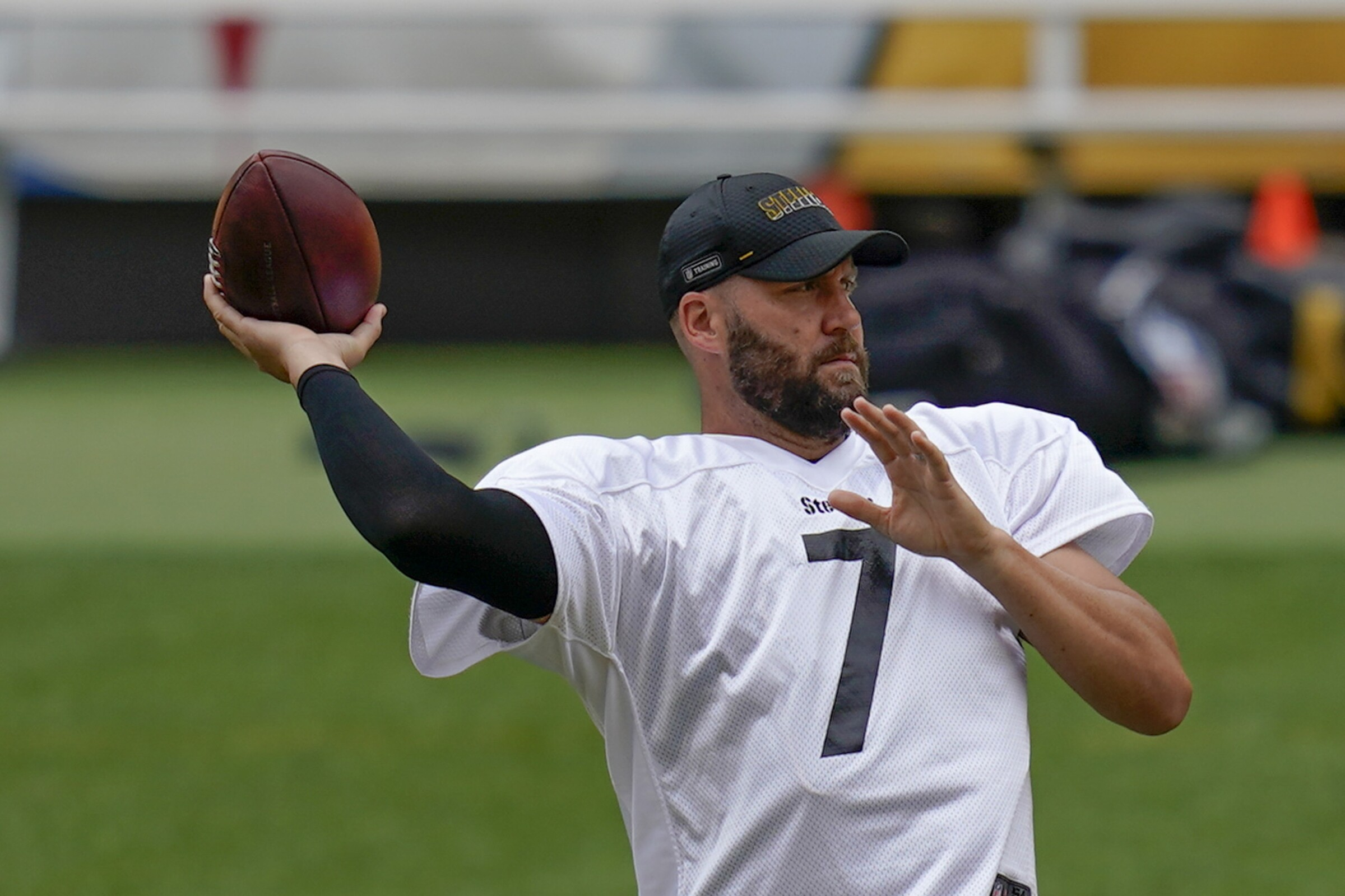 Pittsburgh Steelers quarterback Ben Roethlisberger throws during warmups.