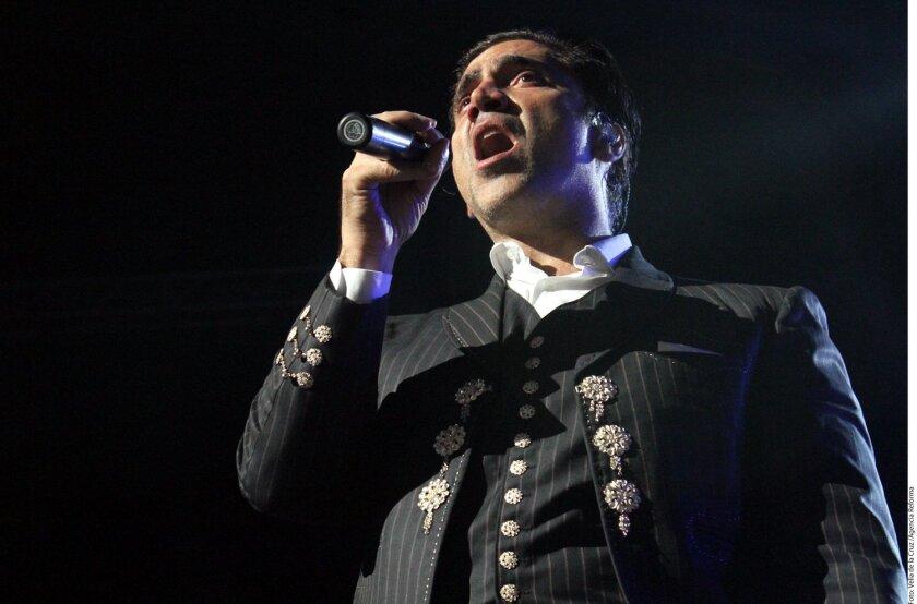 Alejandro Fernández.