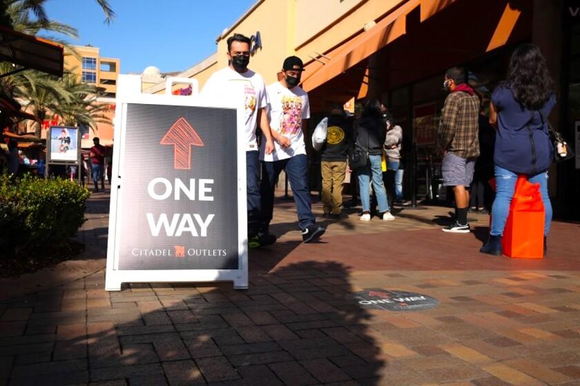 Compradores desoyen recomendaciones de autoridades de salud en California