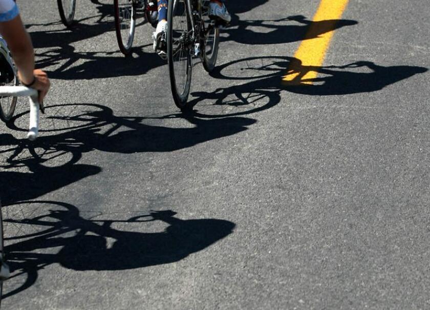 En la jornada previa al inicio de la Vuelta, algunos de los ciclistas salieron a rodar para ir preparando las piernas después de un largo viaje con escala en Buenos Aires. EFE/Archivo