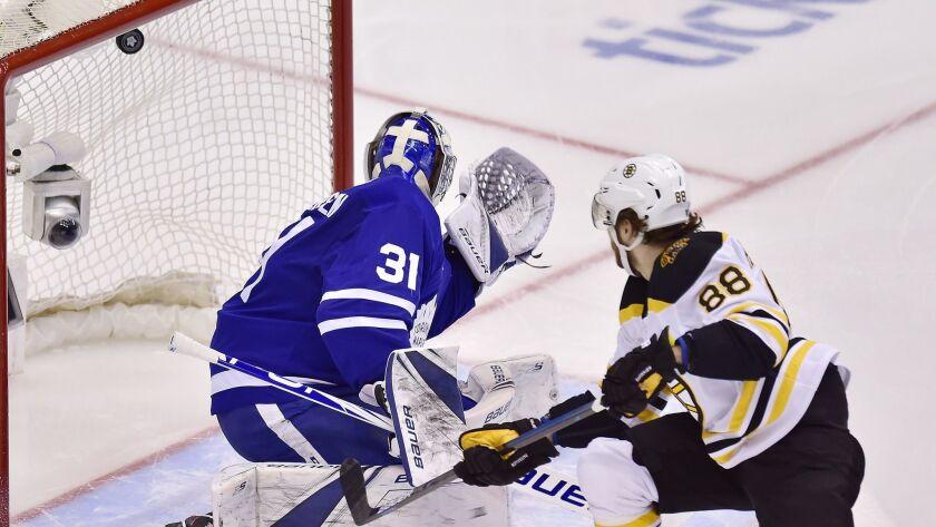Boston Bruins right wing David Pastrnak (88) scores on Toronto Maple Leafs goaltender Frederik Ander