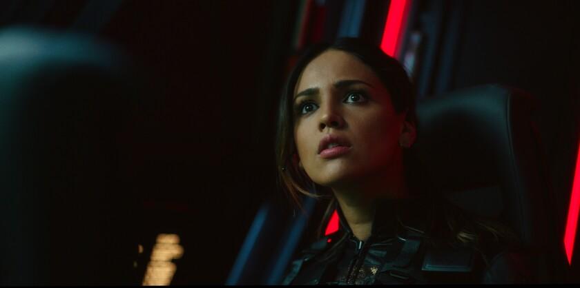 En esta imagen difundida por Warner Bros. Entertainment, Eiza González