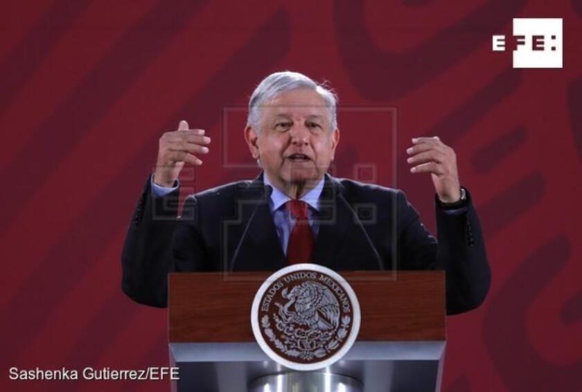 El presidente de México Andrés Manuel López Obrador habla durante su rueda de prensa matutina en Palacio Nacional, en Ciudad de México. EFE/Archivo