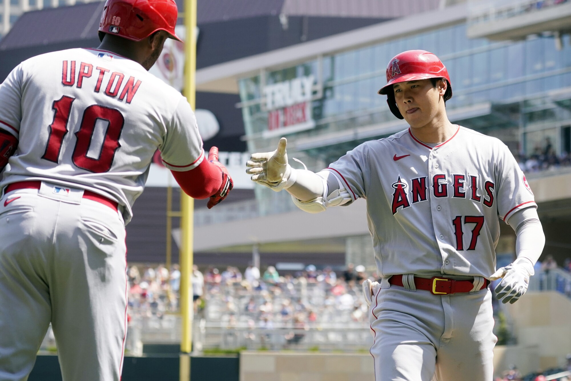 Shohei Ohtani hit his 35th home run in the Angels' 6-2 win on Sunday. (AP Photo/Jim Mone)