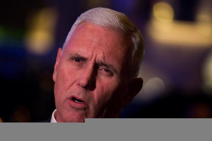 """El vicepresidente de EE.UU., Mike Pence, dijo hoy que el Gobierno de Donald Trump está """"evaluando"""" si mantenerse vinculado al acuerdo nuclear con Irán y otras cinco potencias, que fue duramente criticado por el ahora mandatario durante la campaña electoral. EFE/EPA/ARCHIVO/POOL"""