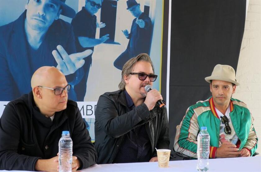 Fotografía fechada el día 9 de noviembre de 2017, que muestra a la banda venezolana Amigos Invisibles, mientras hablan durante una rueda de prensa ofrecida en Ciudad de México (México). EFE