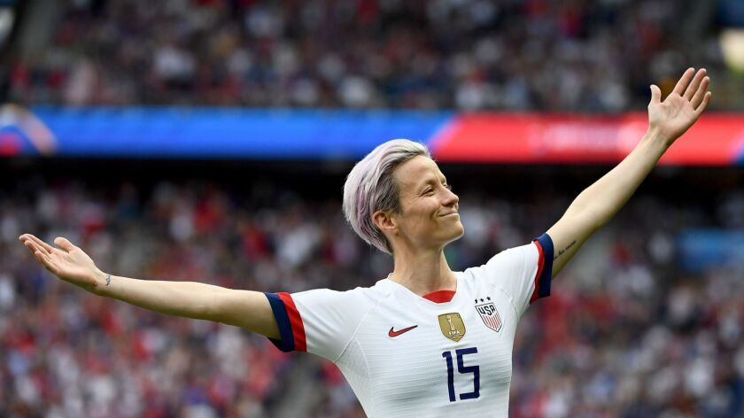 TOPSHOT - United States' forward Megan Rapinoe celebrates scoring her team's first goal during the France 2019 Women's World Cup quarter-final football match between France and United States, on June 28, 2019, at the Parc des Princes stadium in Paris. (Photo by FRANCK FIFE / AFP)FRANCK FIFE/AFP/Getty Images ** OUTS - ELSENT, FPG, CM - OUTS * NM, PH, VA if sourced by CT, LA or MoD **