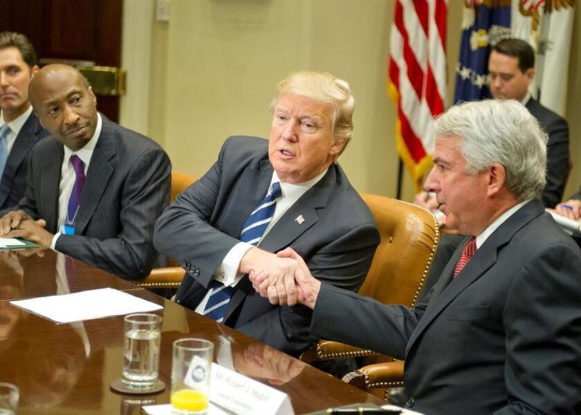 El Secretario de Estado de Puerto Rico, Luis Rivera, informó hoy que las oficinas que atienden para la obtención y renovación de pasaportes siguen con ese servicio con normalidad, y no se han detectado problemas o cambios a nivel de solicitudes tras el veto migratorio del presidente de EEUU, Donald Trump. EFE/Archivo