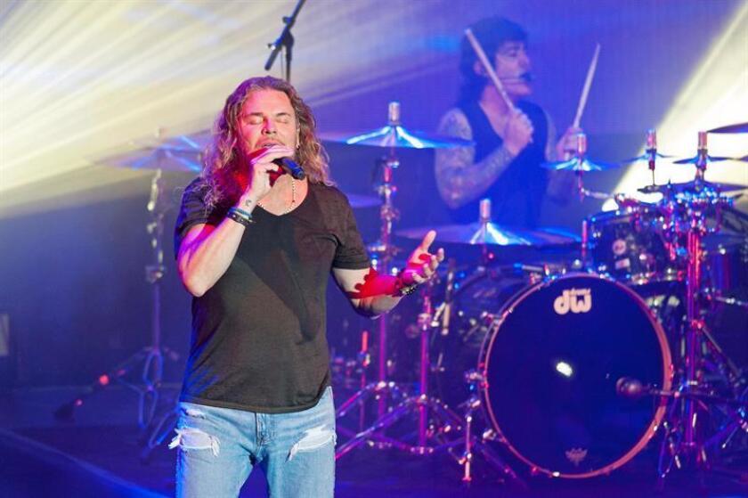 El vocalista de la banda latina Maná, Fher Olvera, durante un concierto. EFE / Archivo