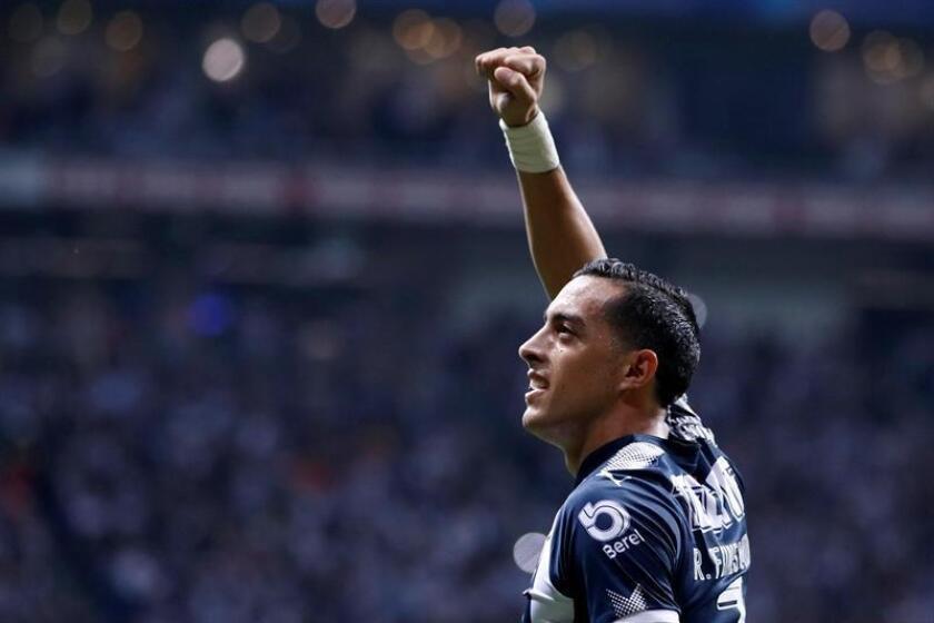 El jugador Rogelio Funes Mori de Rayados de Monterrey celebra una anotación ante Monarcas de Morelia durante el partido de vuelta correspondiente a la semifinal del Torneo Apertura 2017 celebrado en el estadio BBVA de la ciudad de Monterrey (México). EFE