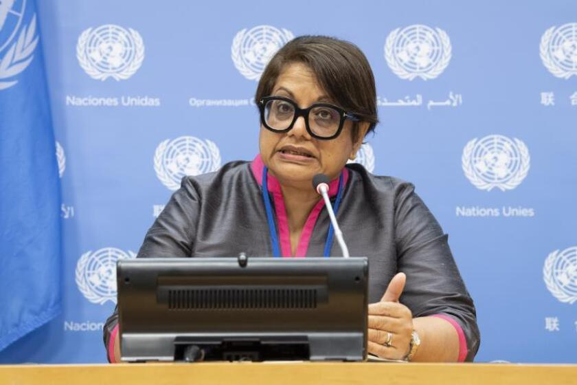 Fotografía cedida por la Organización de las Naciones Unidas (ONU) donde aparece la miembro del grupo de investigación de la ONU para Birmania, Radhika Coomaraswamy, mientras habla este jueves durante una conferencia de prensa en la sede del organismo, en Nueva York (EE.UU.). EFE/ Eskinder Debebe/ONU/SÓLO USO EDITORIAL/NO VENTAS