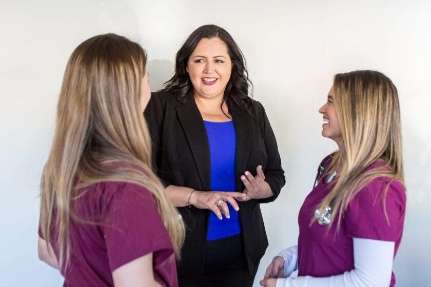 Nora Vargas (centro) vicepresidenta de la Junta de Supervisores y representante del Distrito 1 de San Diego