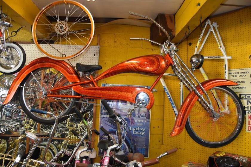 Inmigrante convierte en arte su pasión por personalizar bicicletas