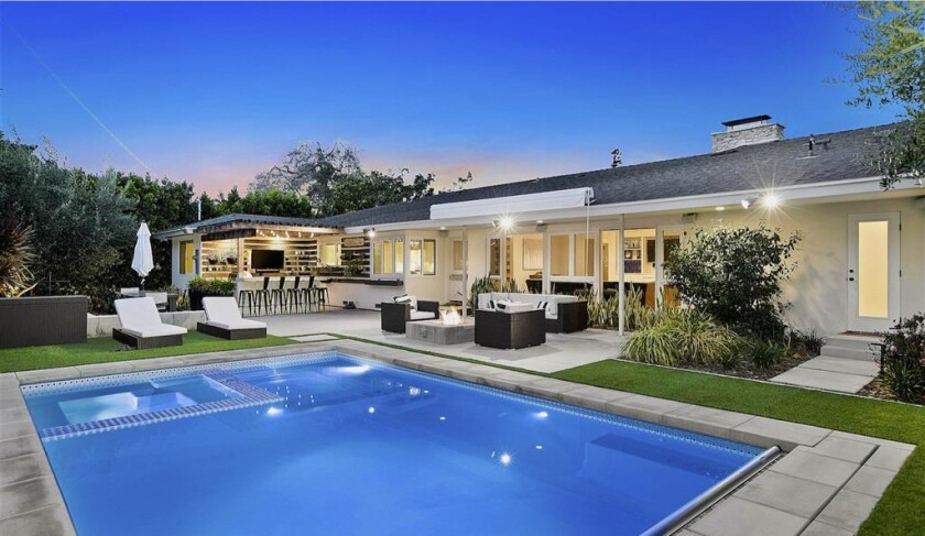 Former Charger Nick Hardwick quickly tackles San Diego home sale