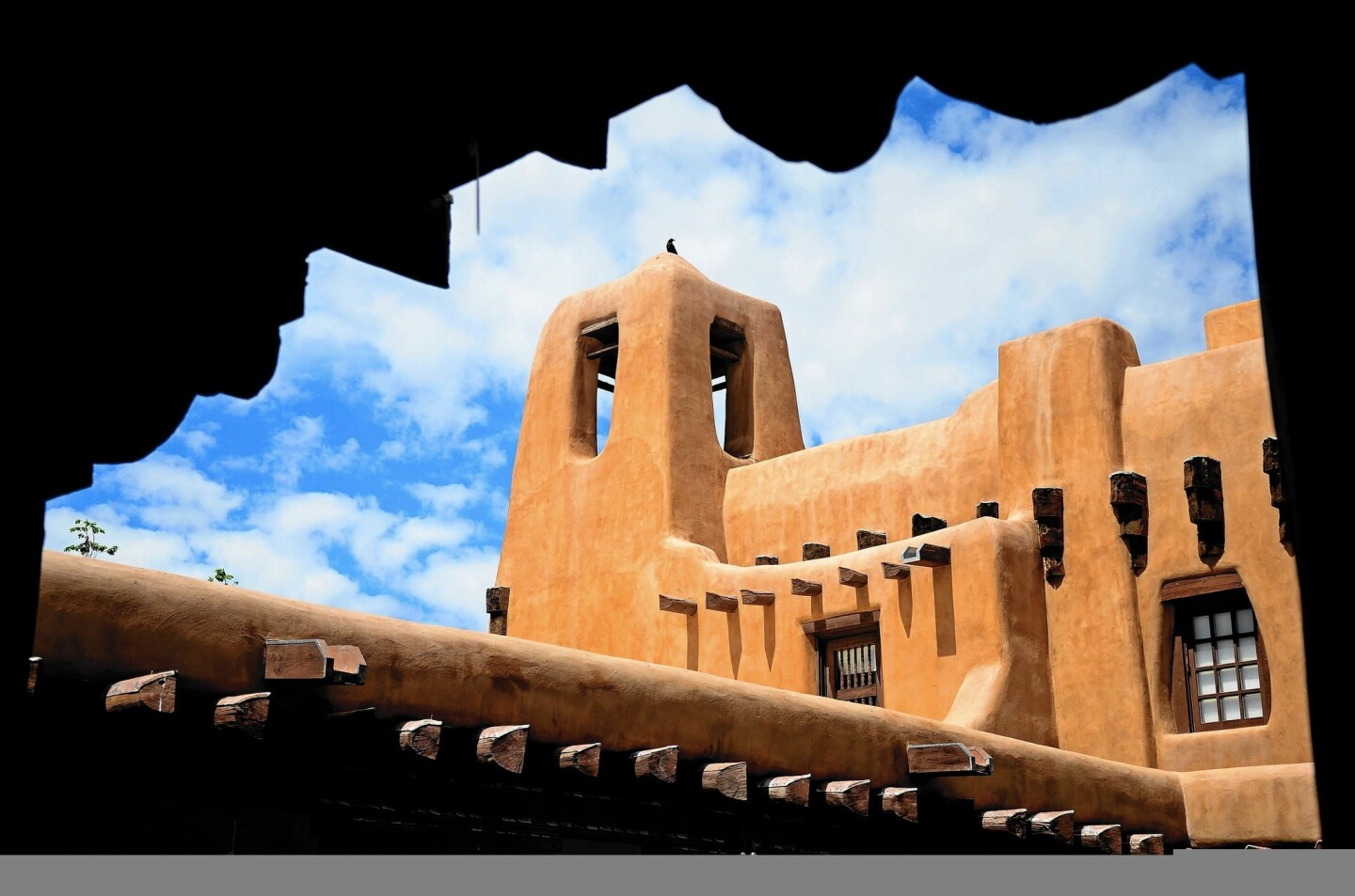 The New Mexico Museum of Art exemplifies the distinctive architecture of Santa Fe.